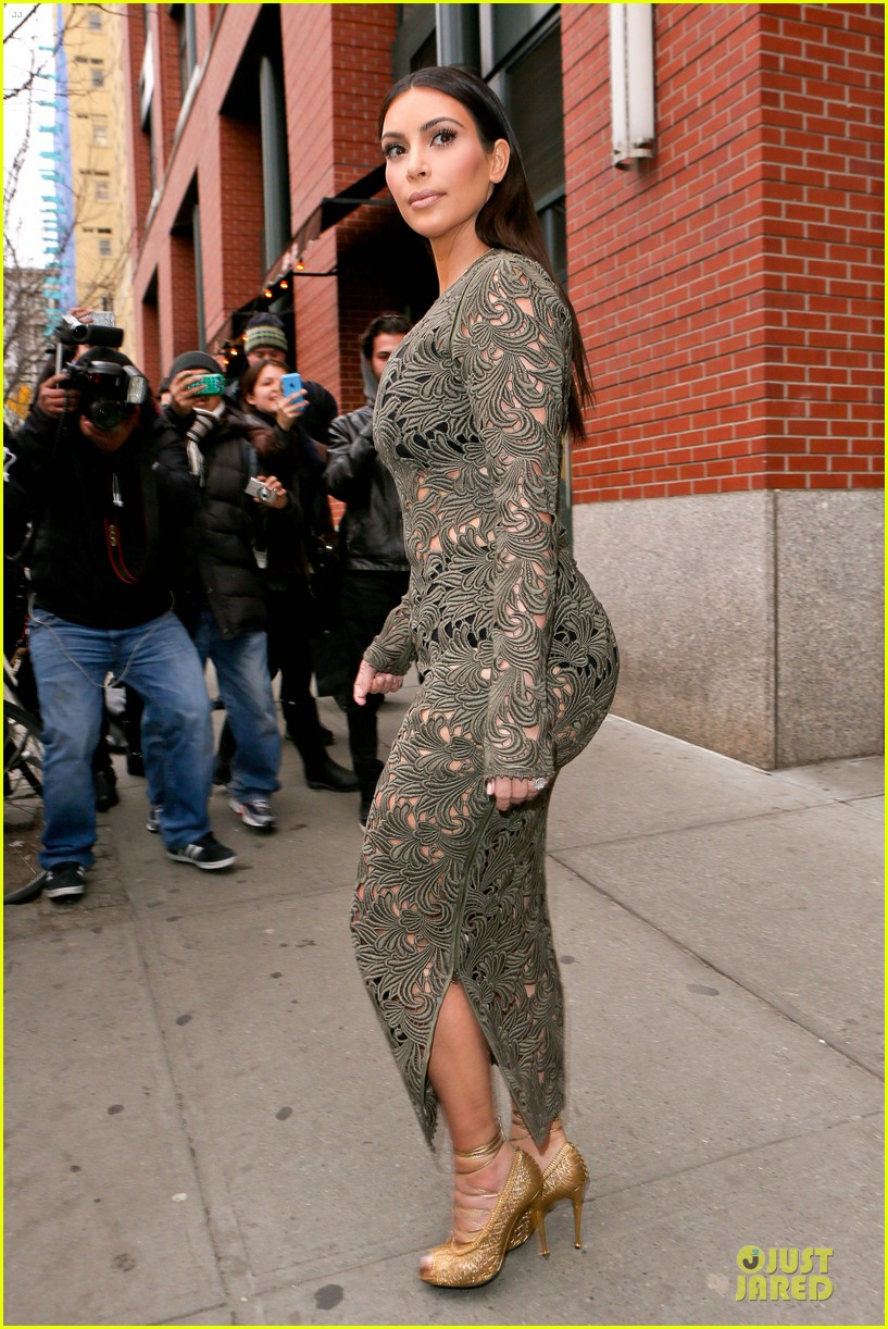 kim kardashian late night with seth meyers 10