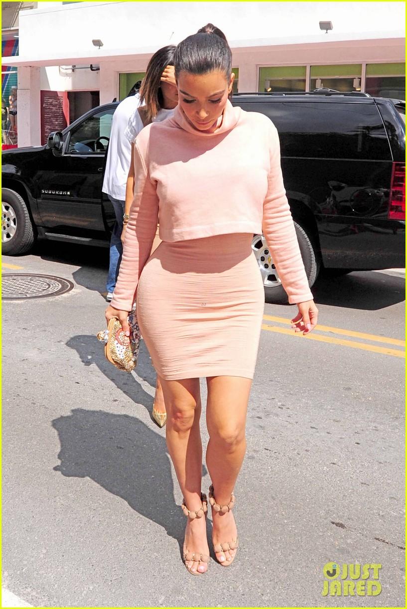kim kardashian steals kylie jenners bikini 103070667