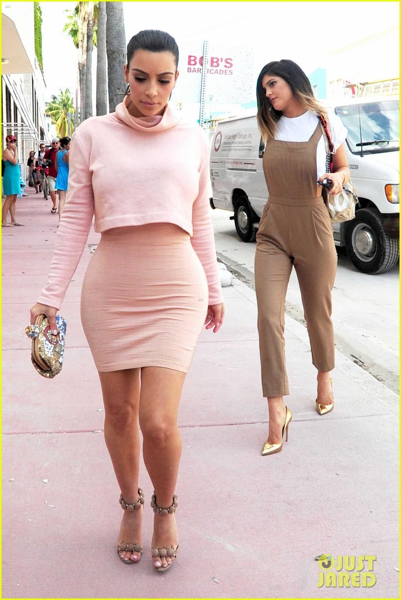 kim kardashian steals kylie jenners bikini 143070671