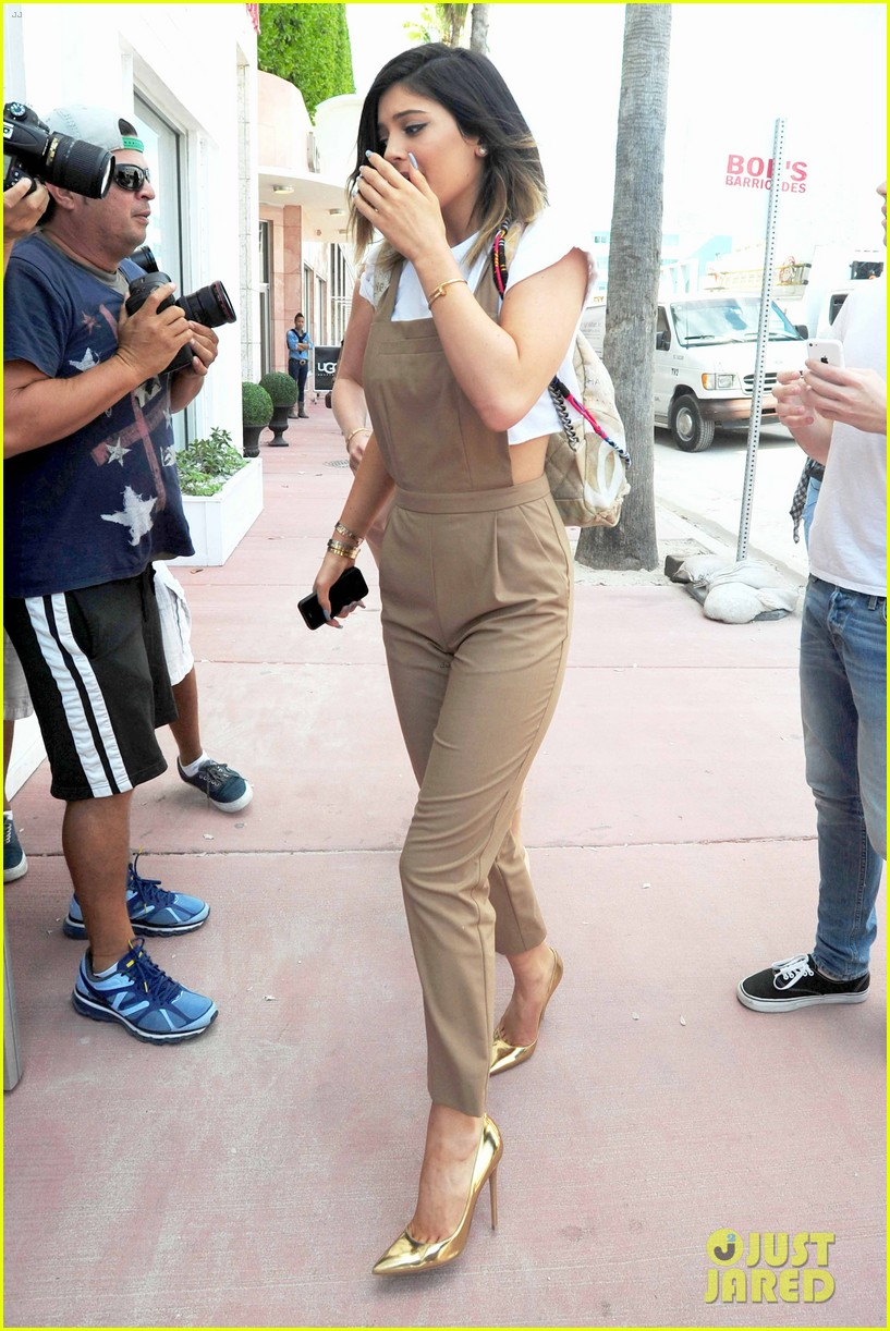 kim kardashian steals kylie jenners bikini 213070678