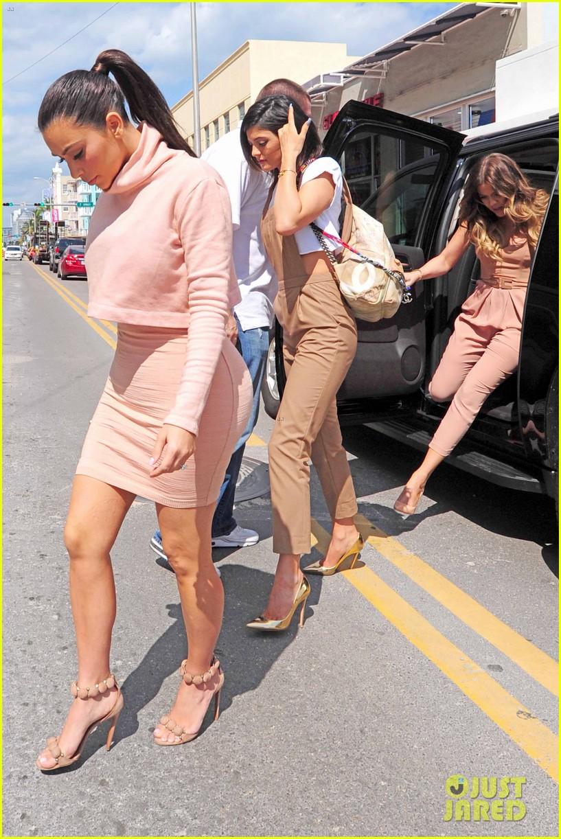 kim kardashian steals kylie jenners bikini 253070682