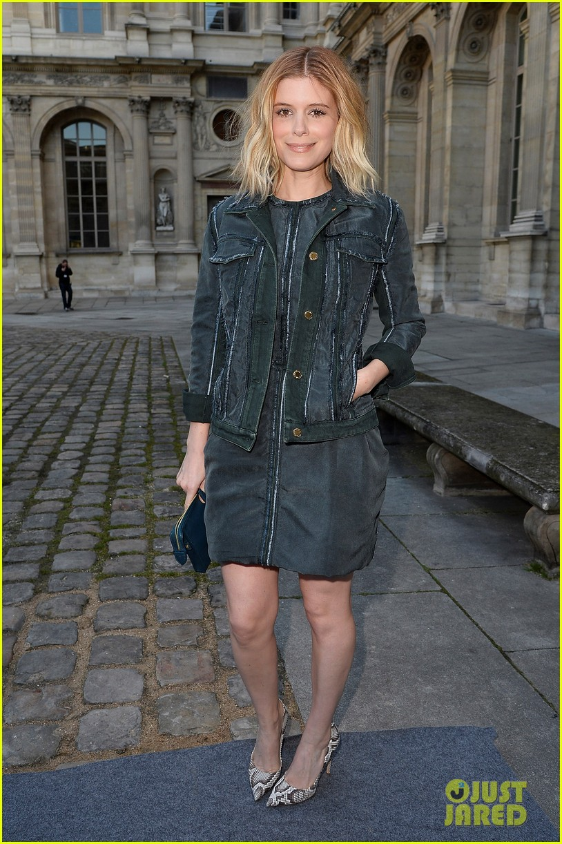 kate mara nicola peltz louis vuitton fashion show 103066499