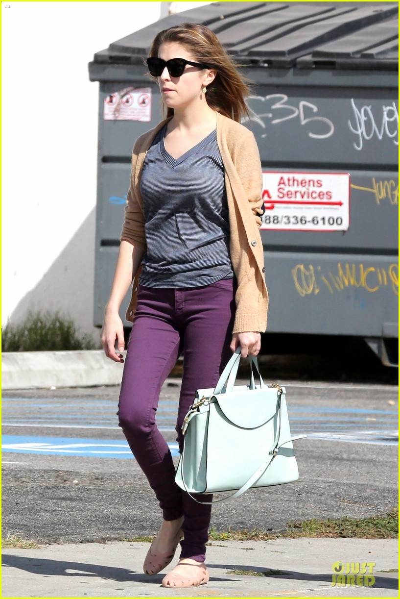 anna kendrick isnt ready to chop off hair 083080771