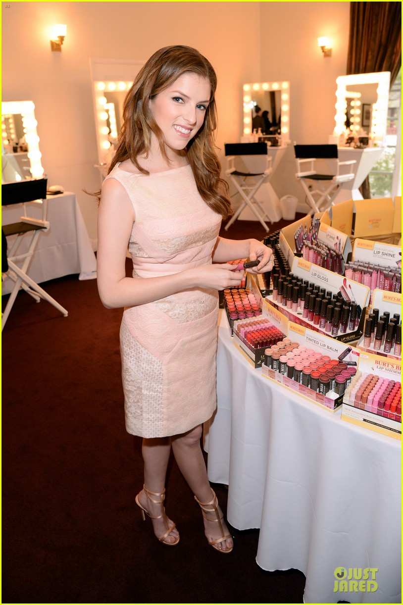 anna kendrick lipstick angel at burts bees hive launch 033078729