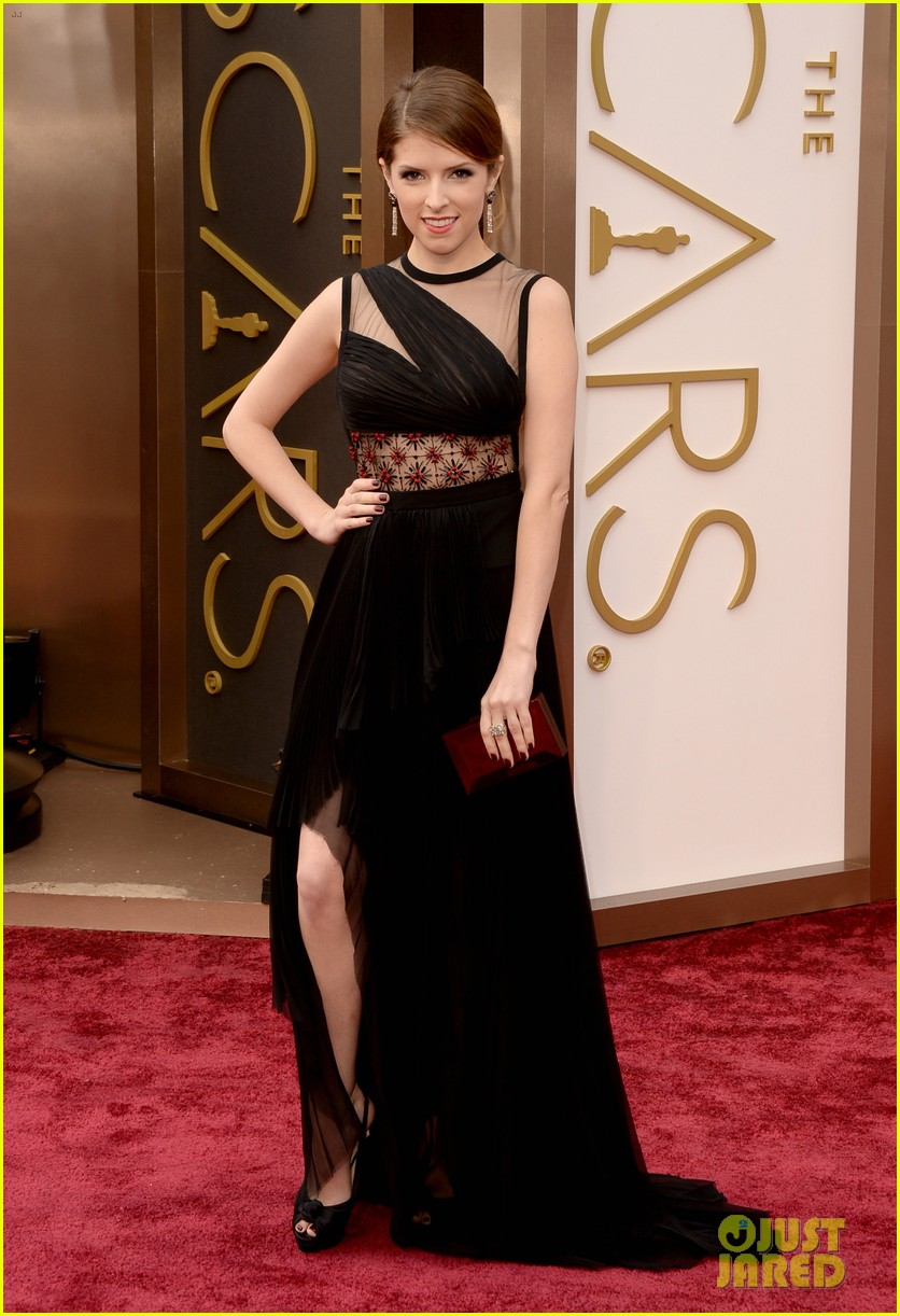 Full Sized Photo Of Anna Kendrick Oscars 2014 Red Carpet 04 Photo 3063786 Just Jared