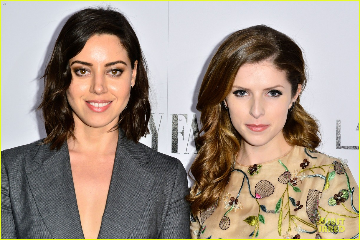 anna kendrick aubrey plaza hang out at two pre oscar parties 103062820