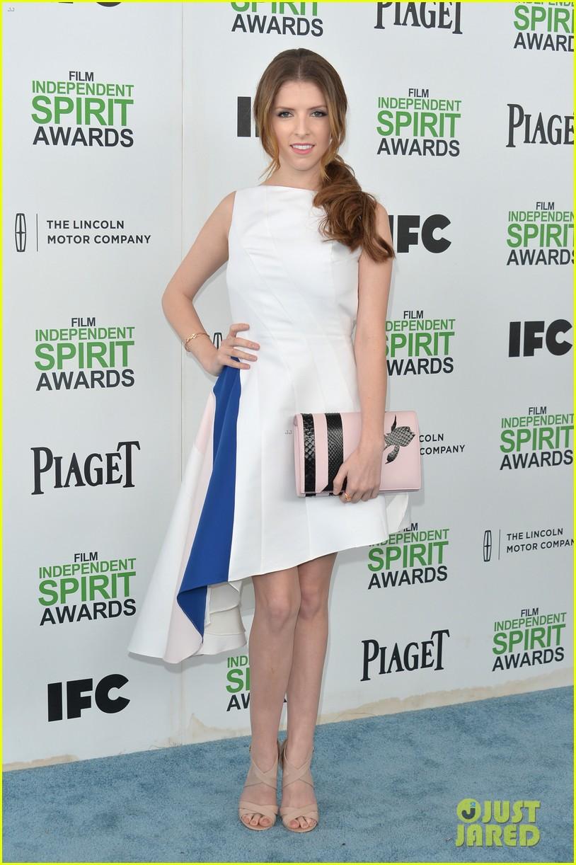 anna kendrick aubrey plaza bffs at the spirit awards 2014 023062921