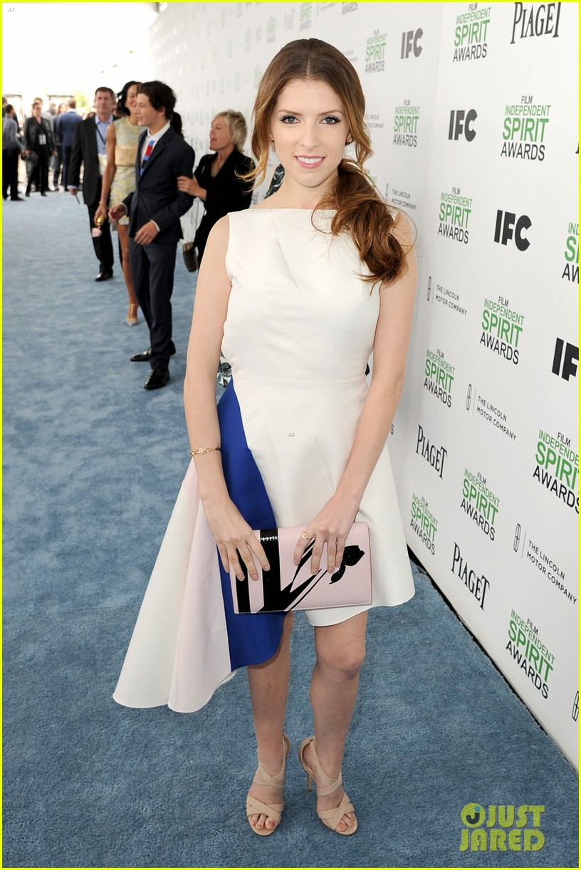 anna kendrick aubrey plaza bffs at the spirit awards 2014 05