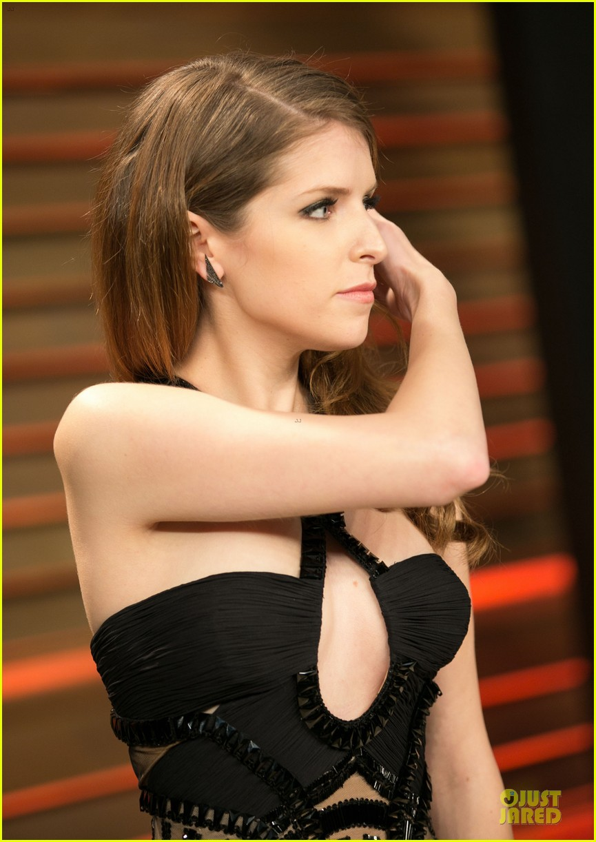 anna kendrick transforms into sexy intricate babe at vanity fair oscar party 2014 063064469