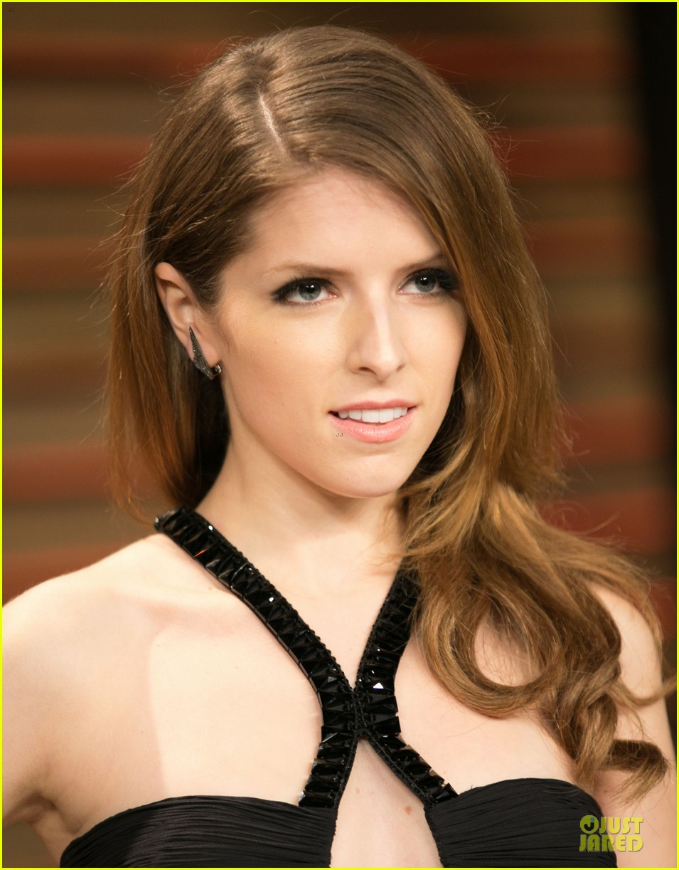 anna kendrick transforms into sexy intricate babe at vanity fair oscar party 2014 073064470