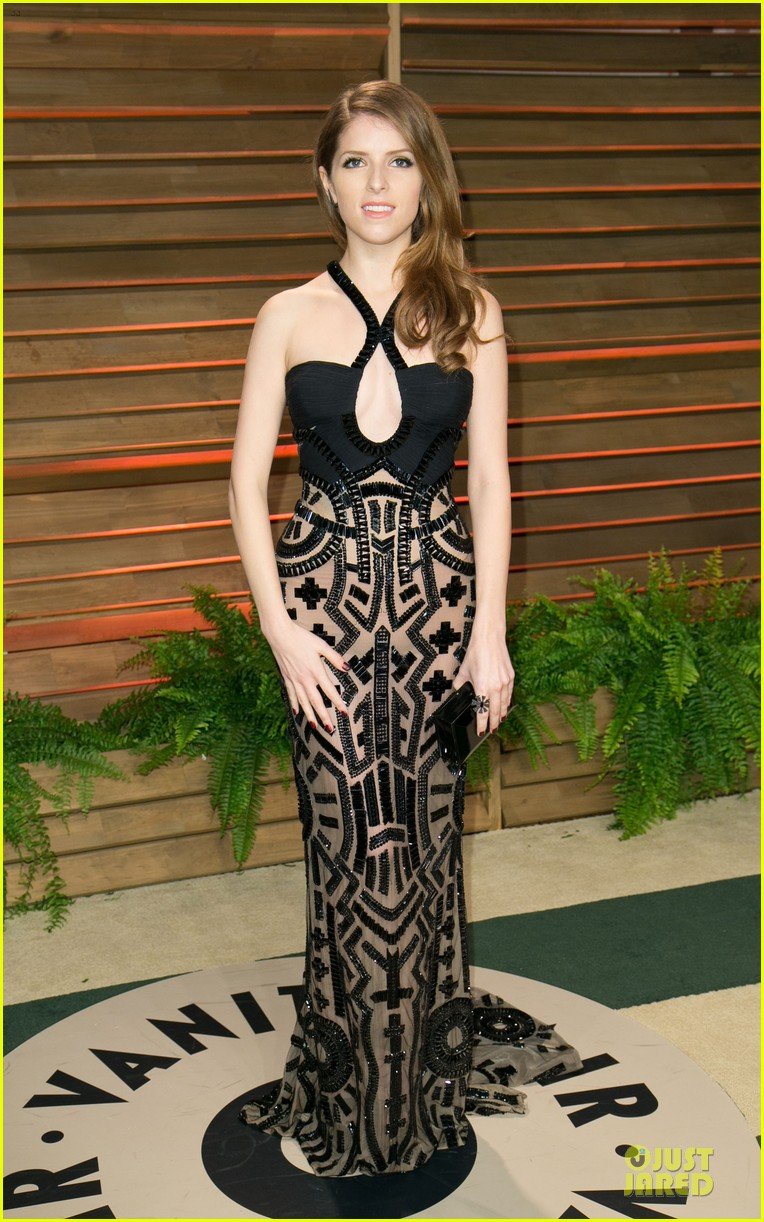 anna kendrick transforms into sexy intricate babe at vanity fair oscar party 2014 093064472