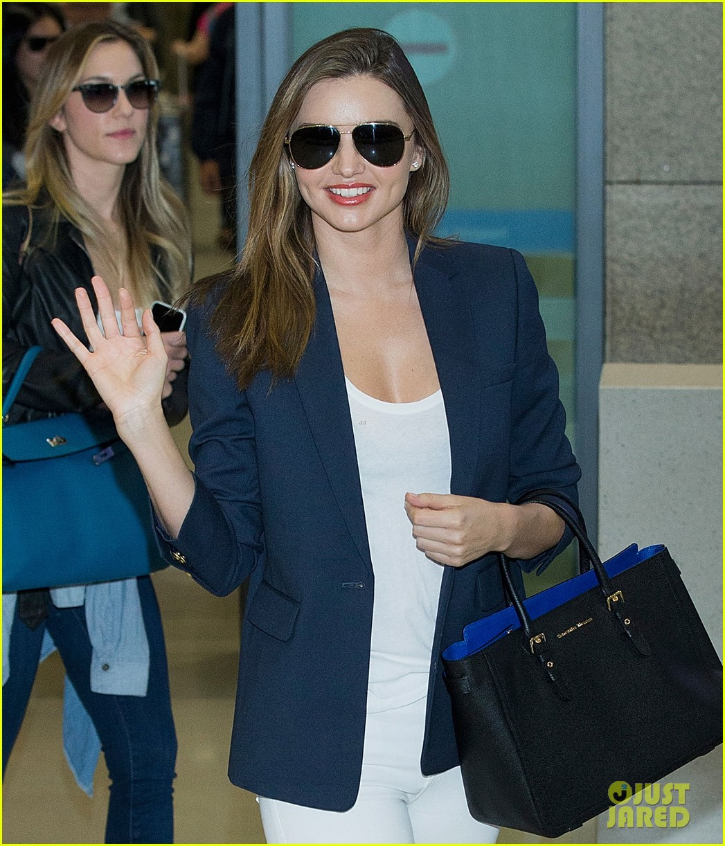 miranda kerr flies to japan after sexy gq cover makes headlines 033082370
