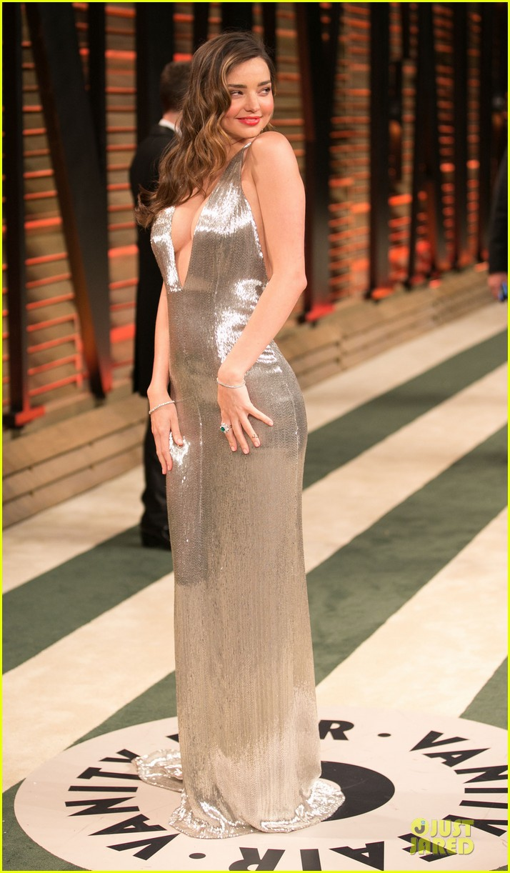 miranda kerr makes sexy entrance with plunging neckline at vanity fair oscars party 2014 033064424