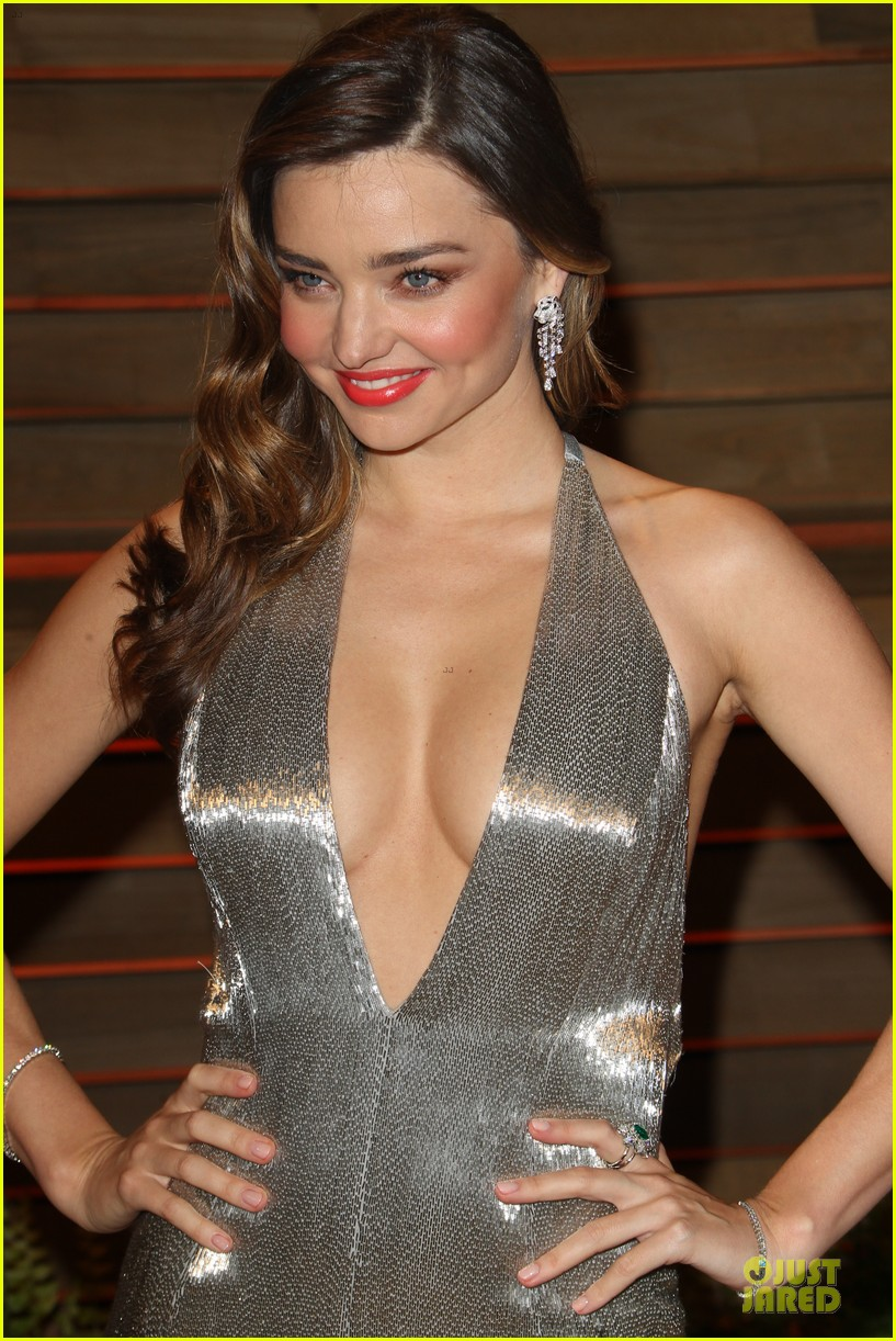 miranda kerr makes sexy entrance with plunging neckline at vanity fair oscars party 2014 13