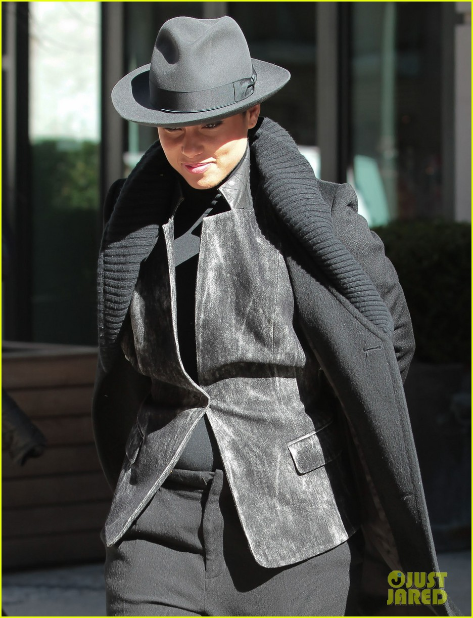 alicia keys recording song its on again for spider man 2 soundtrack 023071897