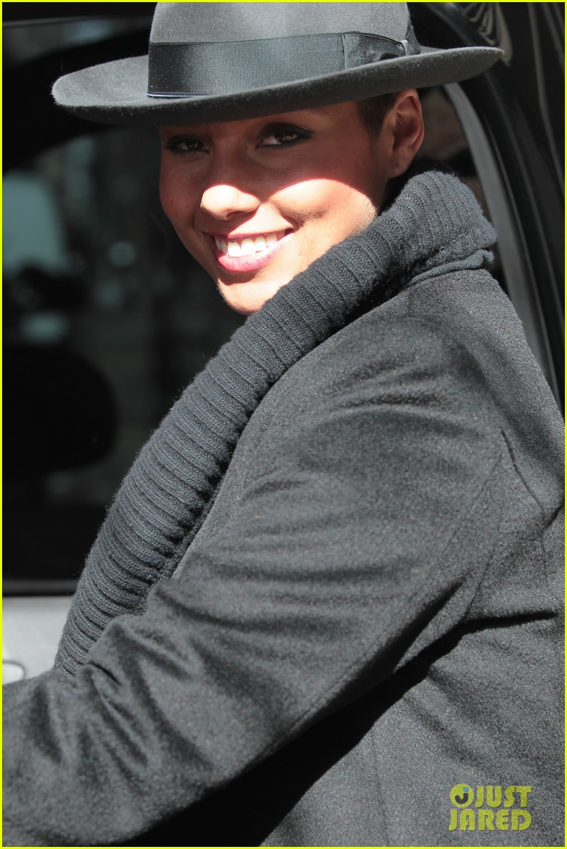 alicia keys recording song its on again for spider man 2 soundtrack 05