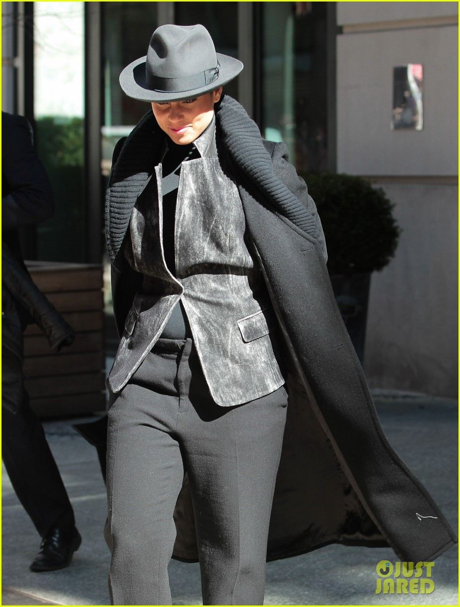 alicia keys recording song its on again for spider man 2 soundtrack 063071901