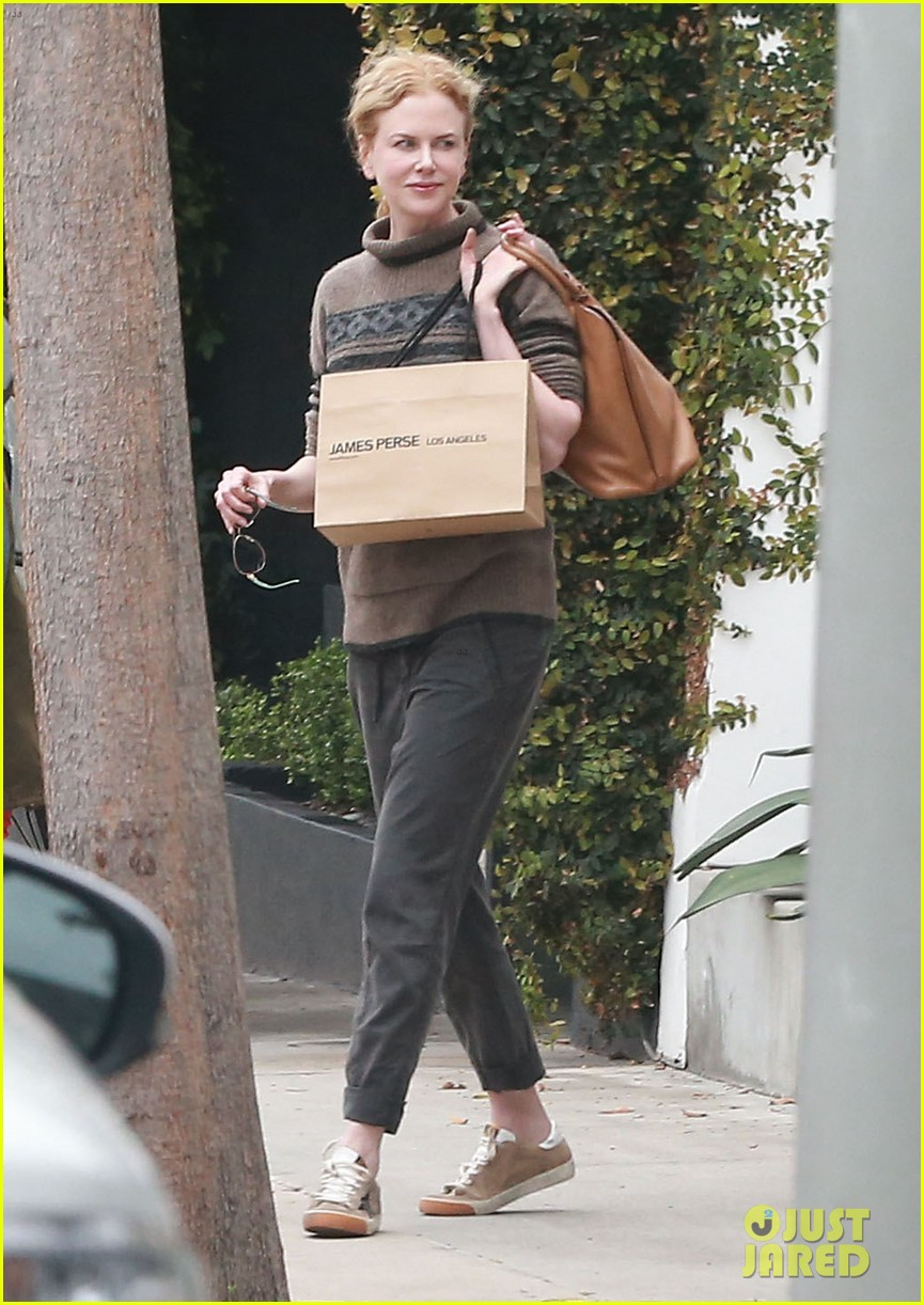 nicole kidman runs errands town before the oscars 053063197
