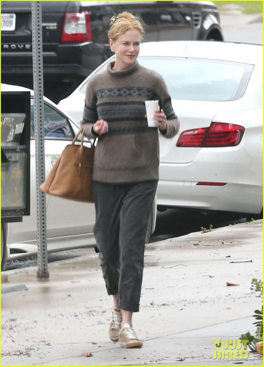 nicole kidman runs errands town before the oscars 083063200