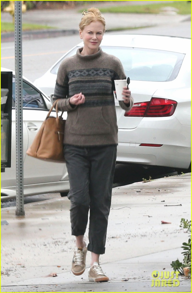nicole kidman runs errands town before the oscars 09