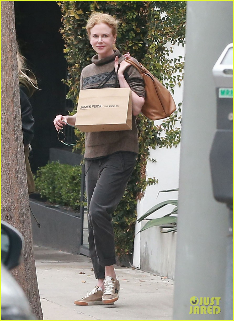 nicole kidman runs errands town before the oscars 10