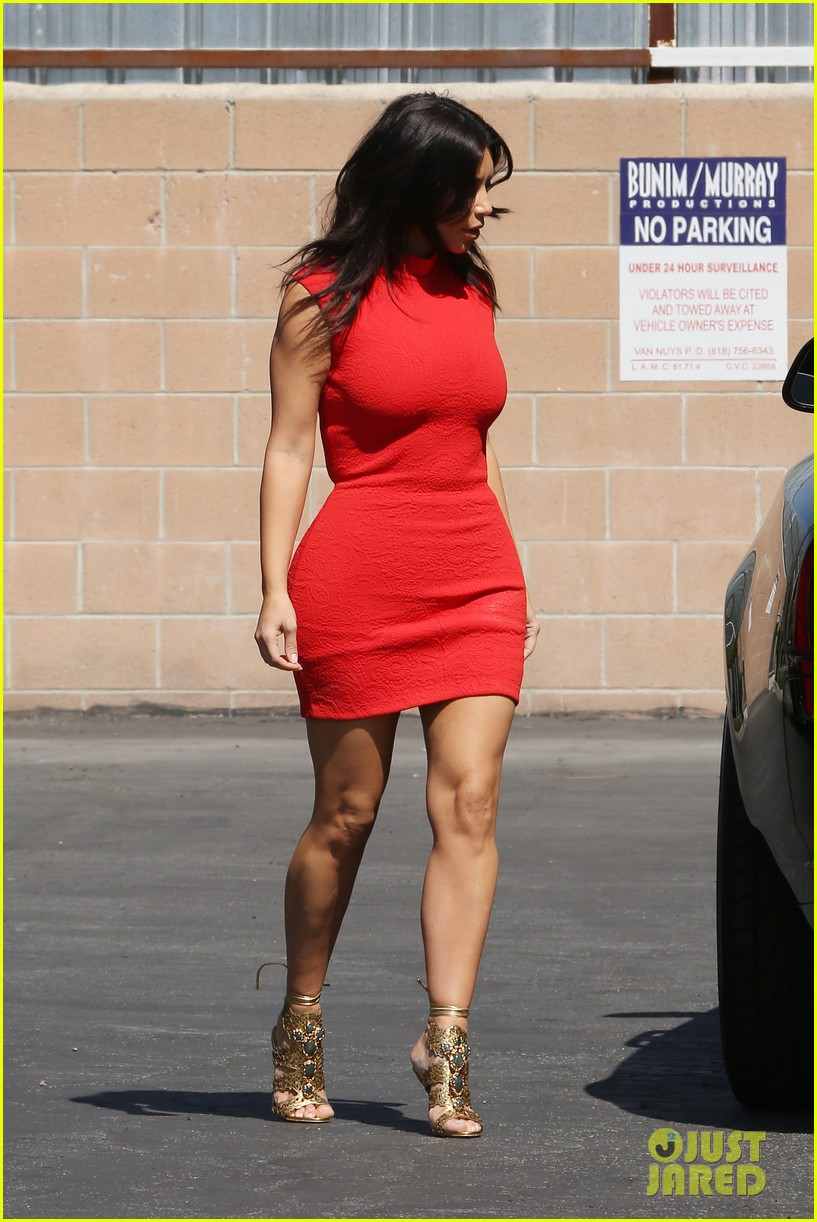 kim kardashian shows her figure in a tight little red dress 013072022