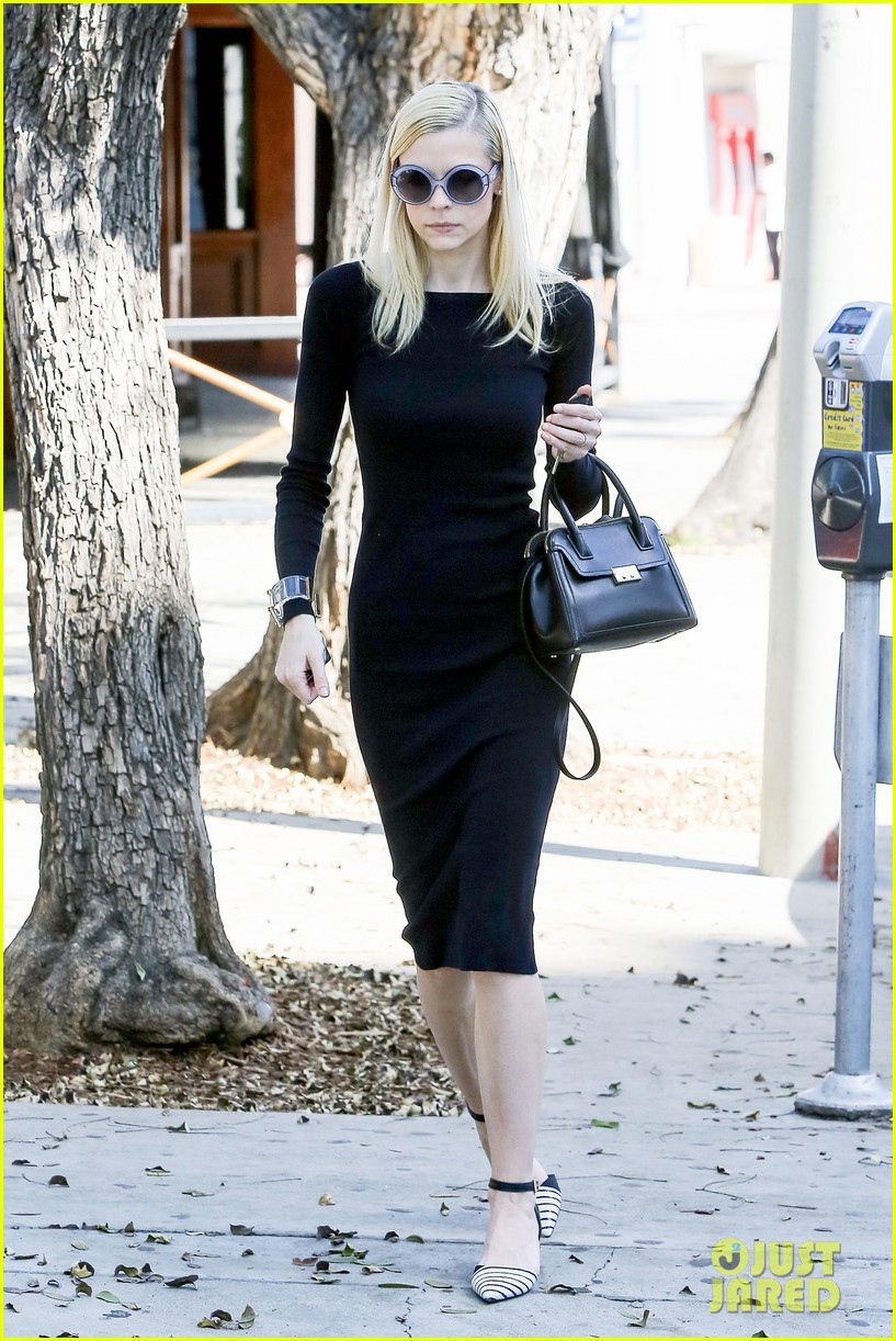 jaime king shares cute oscars pic with taylor swift karlie kloss 143071246