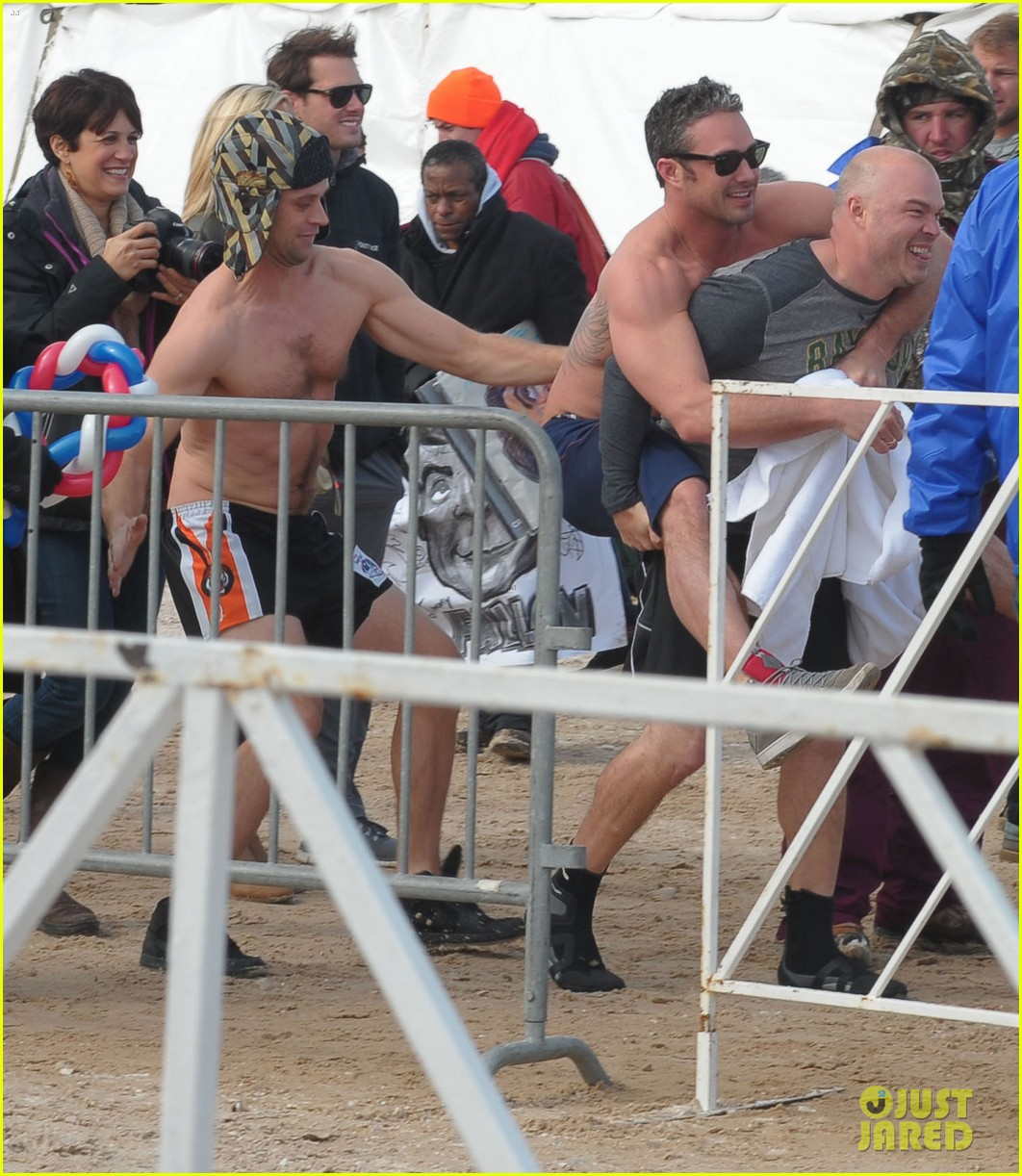 taylor kinney goes shirtless for polar plunge in chicago 033064994