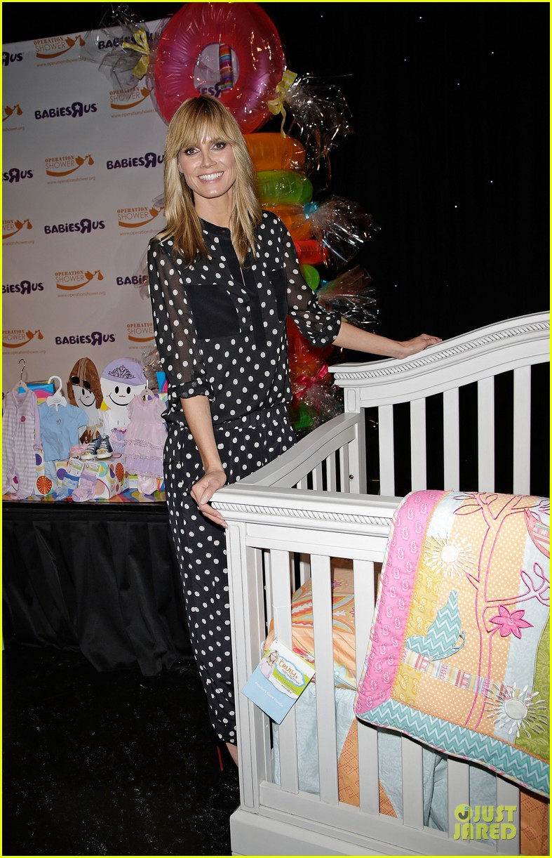 heidi klum is a polkadot sheer host at babies event 133066123