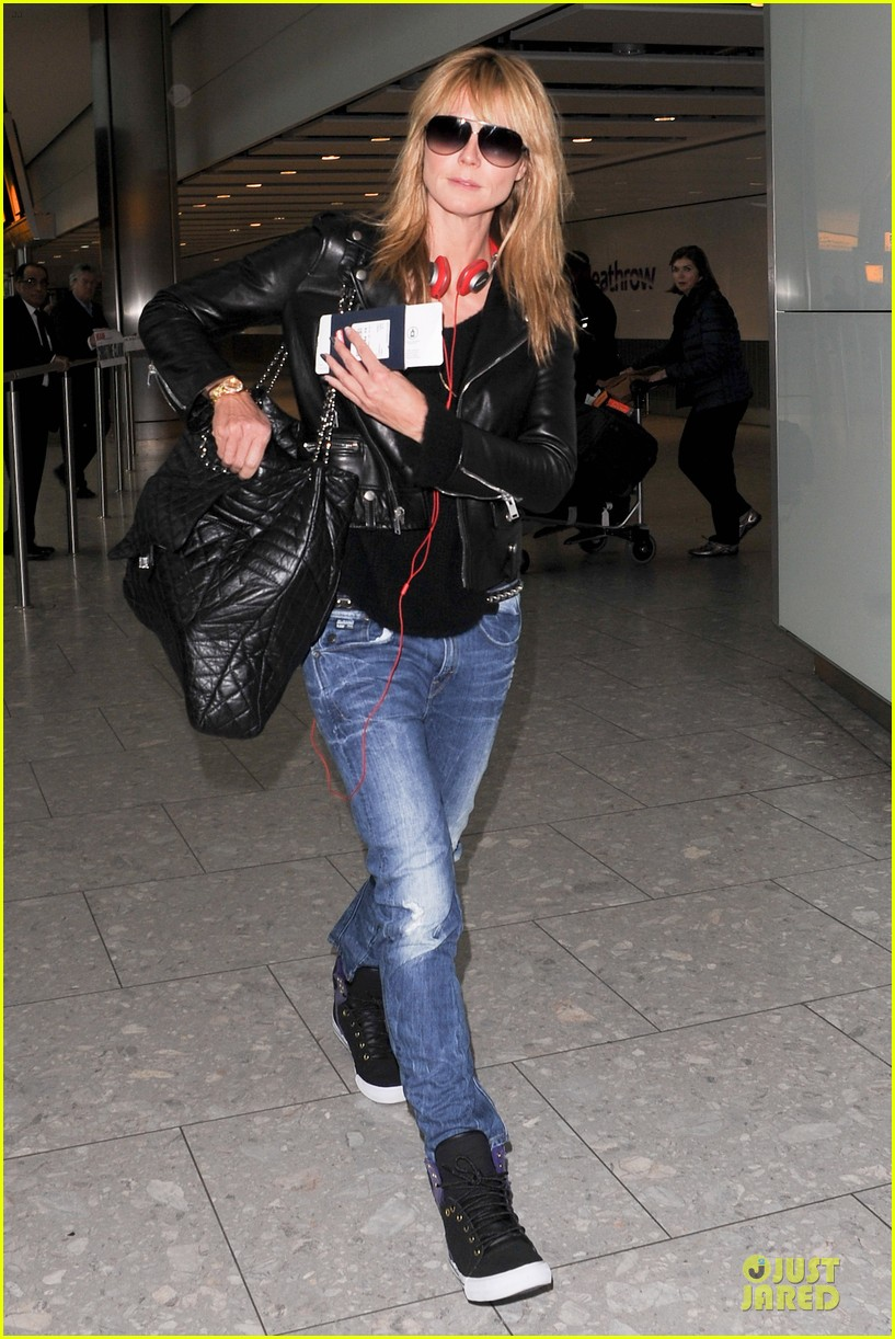 heidi klum stands out with red headphones 233070058