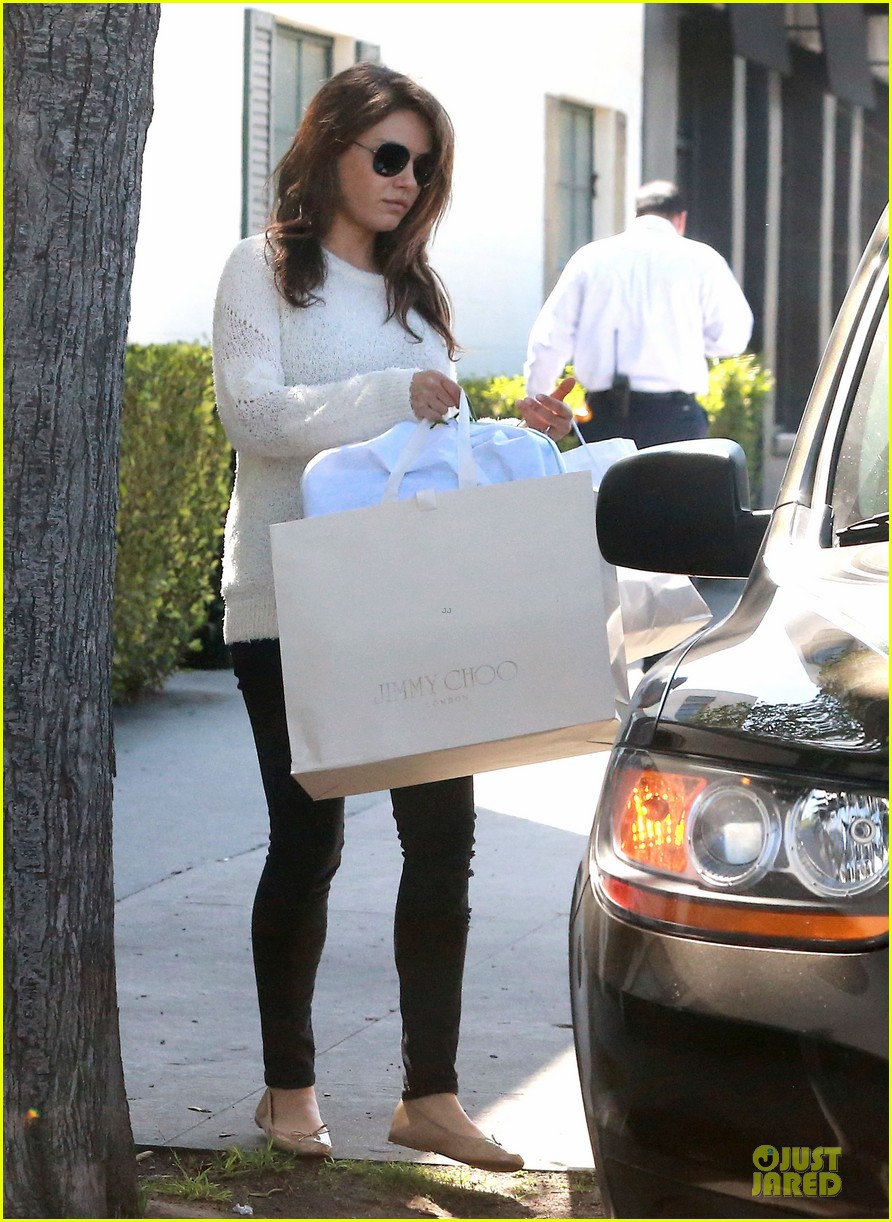 mila kunis brightens up the day with shopping 033072345