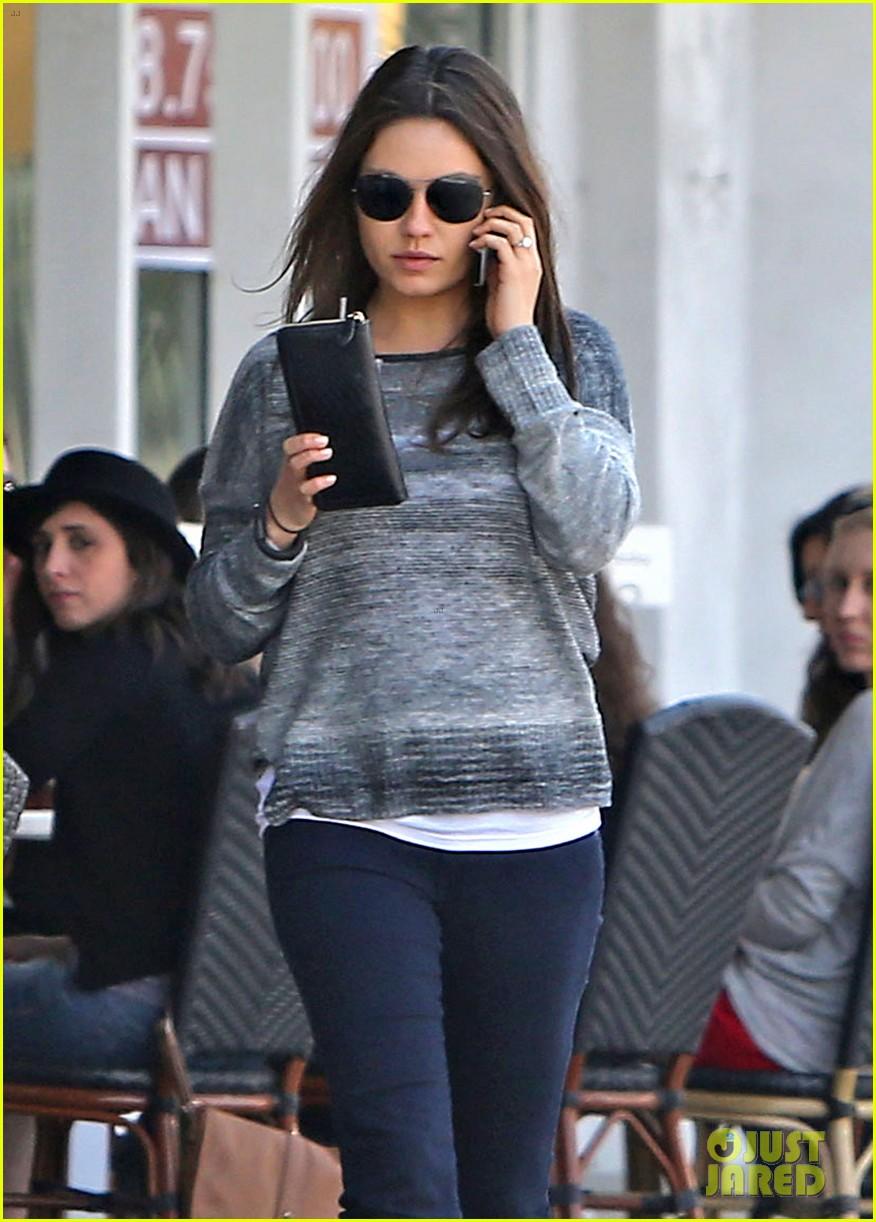 mila kunis ashton kutcher hold hands pregnancy rumors 023076722