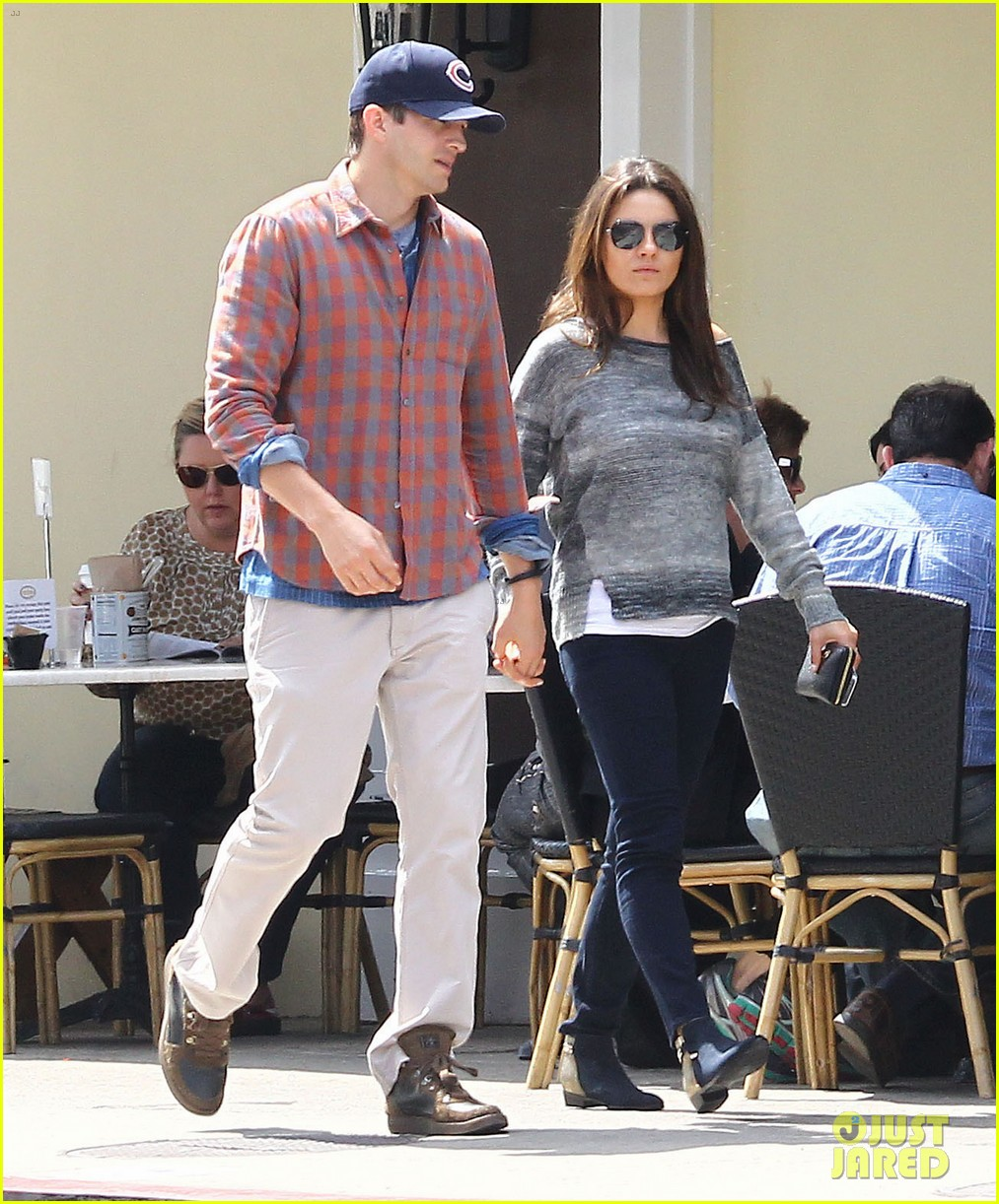 mila kunis ashton kutcher hold hands pregnancy rumors 063076726