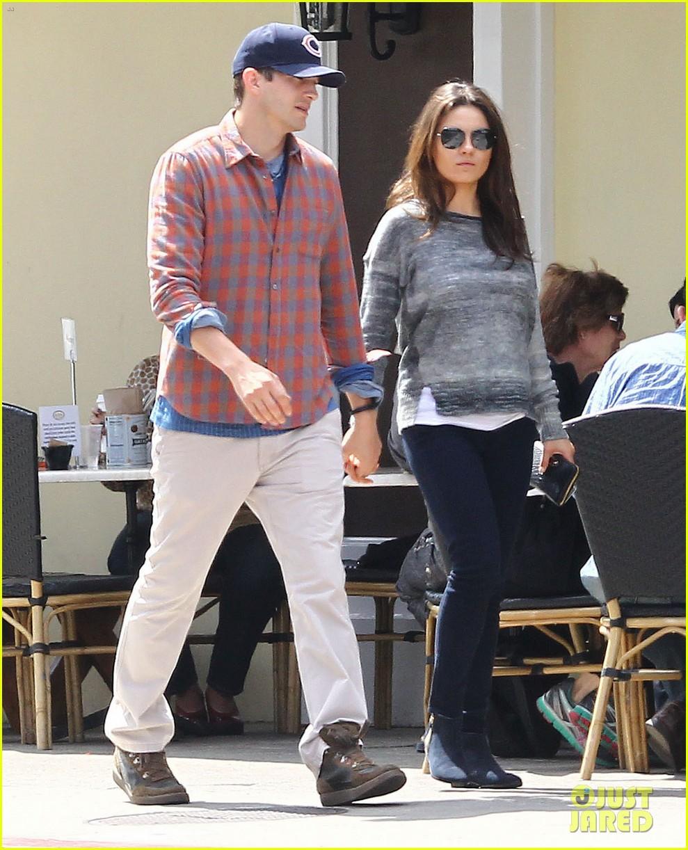 mila kunis ashton kutcher hold hands pregnancy rumors 073076727