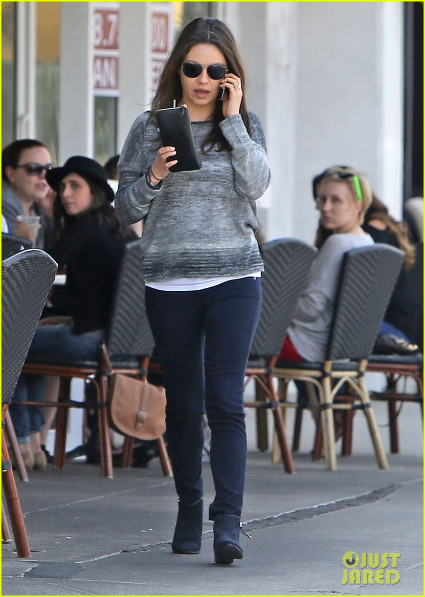 mila kunis ashton kutcher hold hands pregnancy rumors 083076728