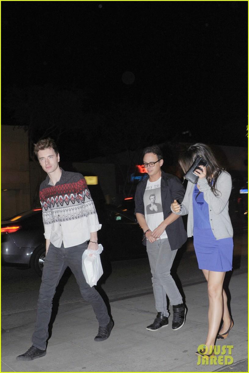 ashton kutcher parties at sxsw mila kunis flashes engagement ring at dinner 06