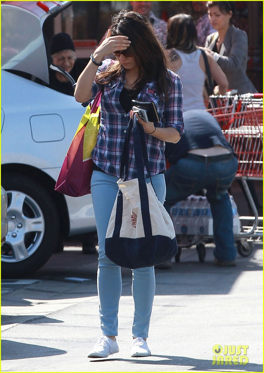mila kunis keeps casual in plaid for grocery run 013071926