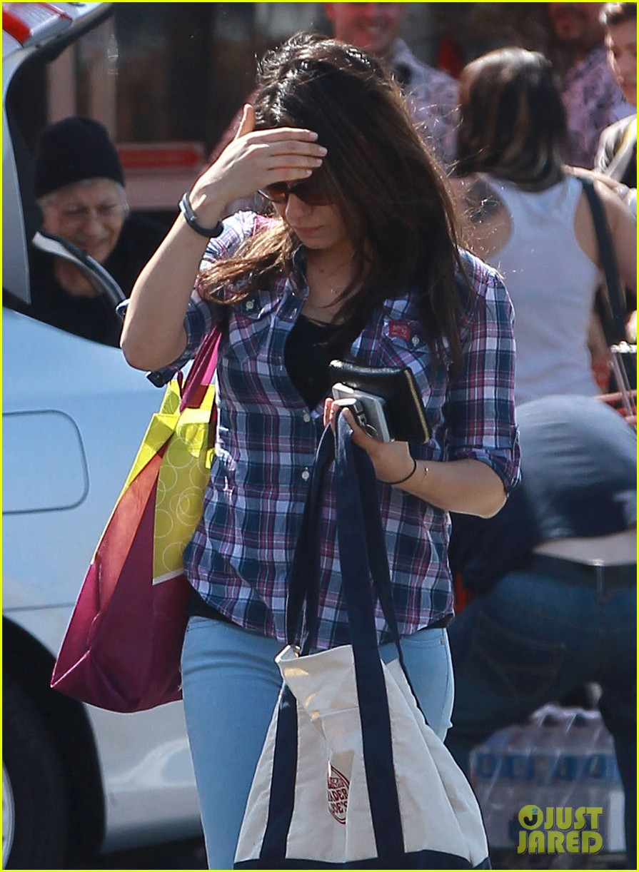 mila kunis keeps casual in plaid for grocery run 033071928