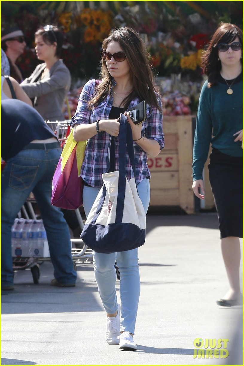 mila kunis keeps casual in plaid for grocery run 043071929