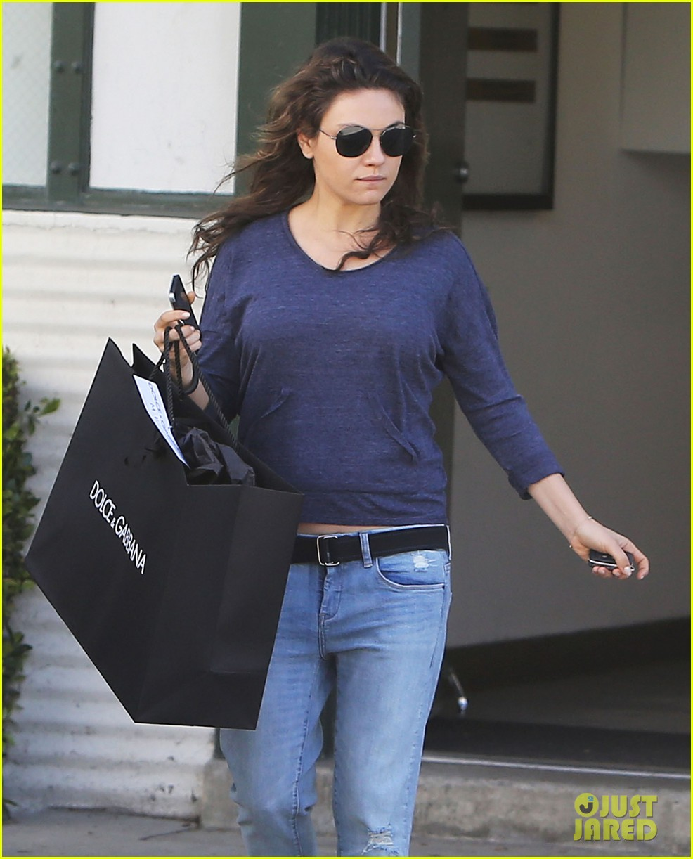 mila kunis steps out after pregnancy news 103079034