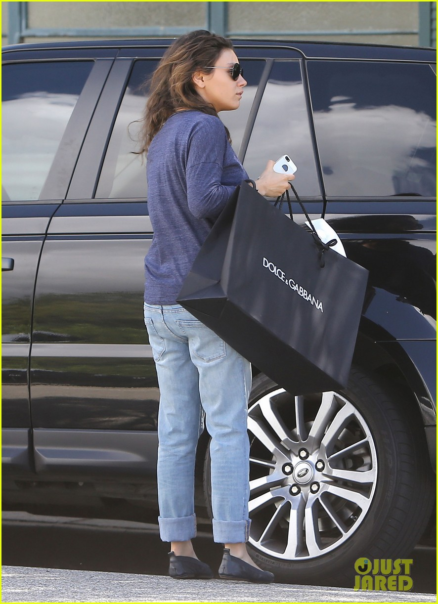 mila kunis steps out after pregnancy news 153079039