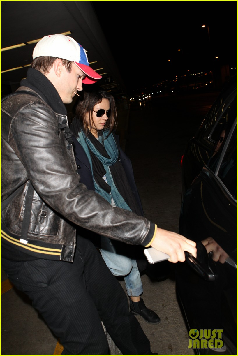 mila kunis ashton kutcher arrive home from iowa 043082122