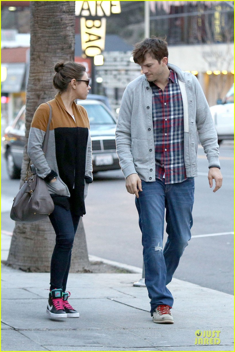 ashton kutcher mila kunis grab dinner as newly engaged couple 033065597