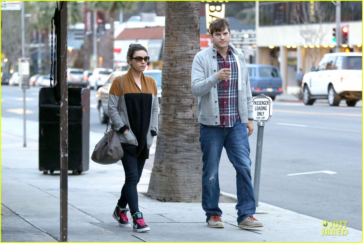 ashton kutcher mila kunis grab dinner as newly engaged couple 153065609