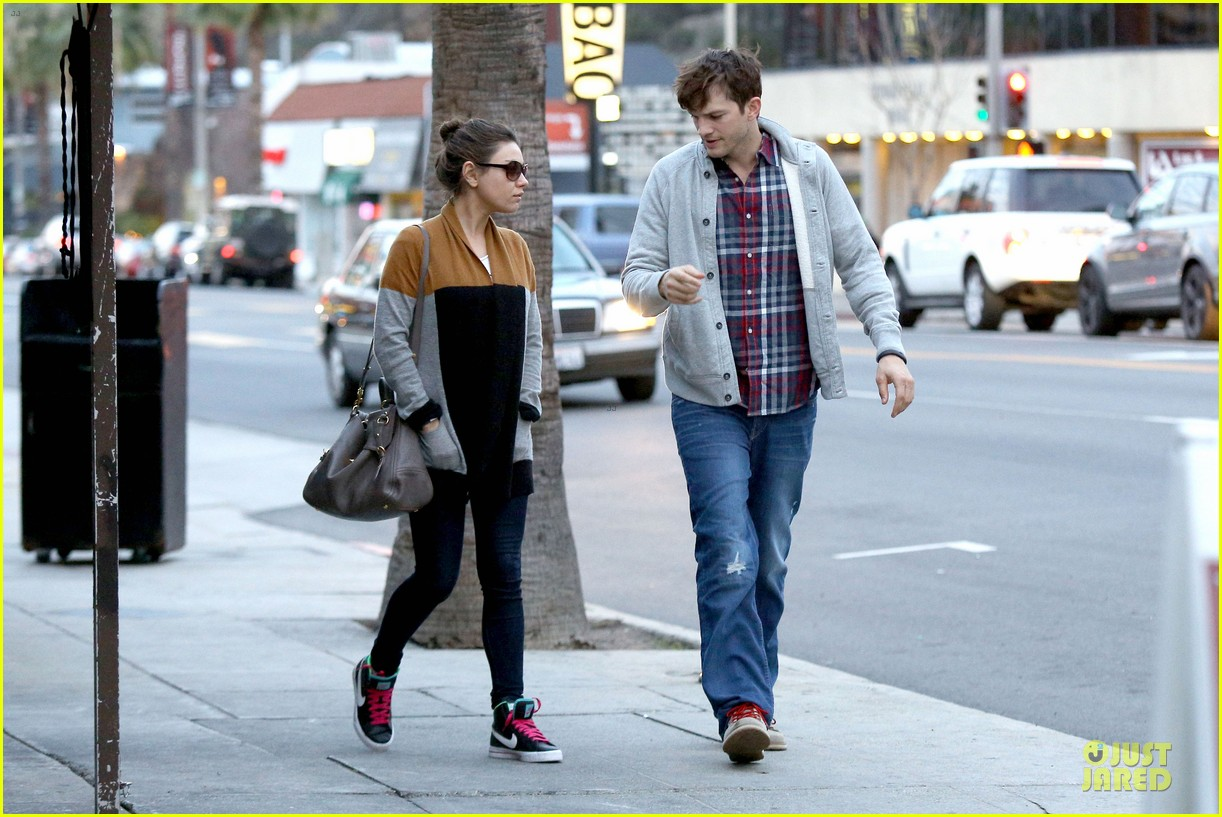 ashton kutcher mila kunis grab dinner as newly engaged couple 19