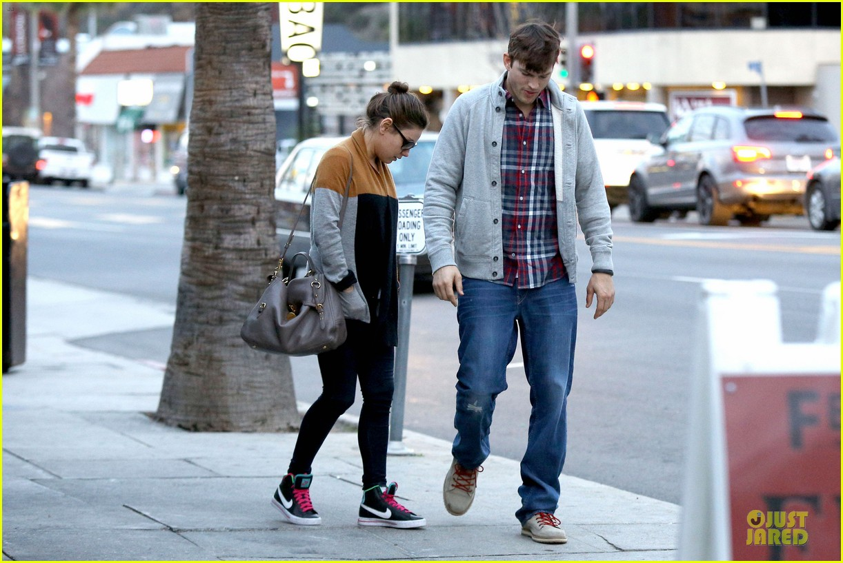 ashton kutcher mila kunis grab dinner as newly engaged couple 203065614