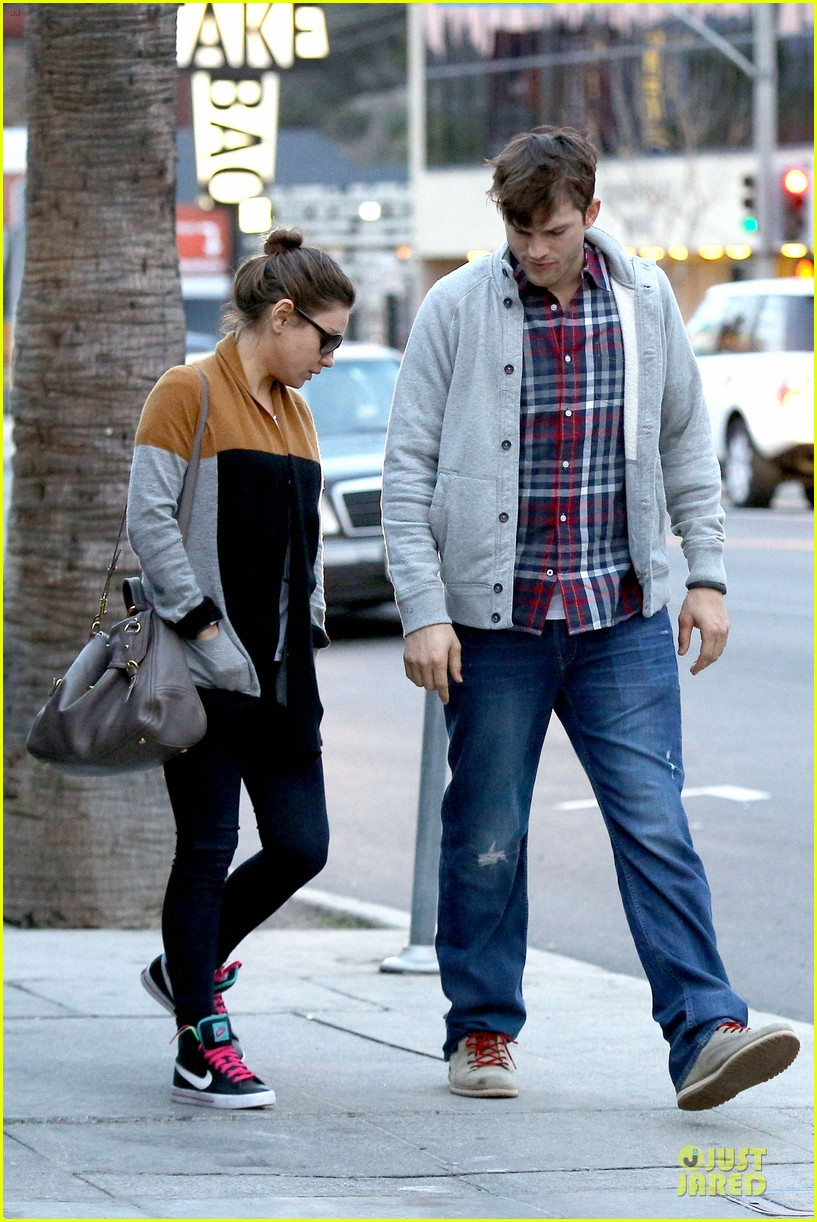 ashton kutcher mila kunis grab dinner as newly engaged couple 21