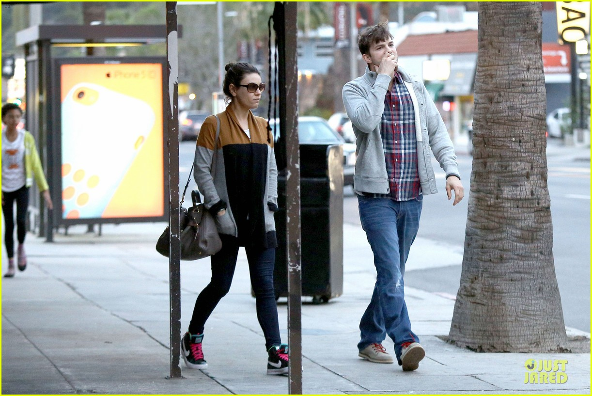ashton kutcher mila kunis grab dinner as newly engaged couple 25
