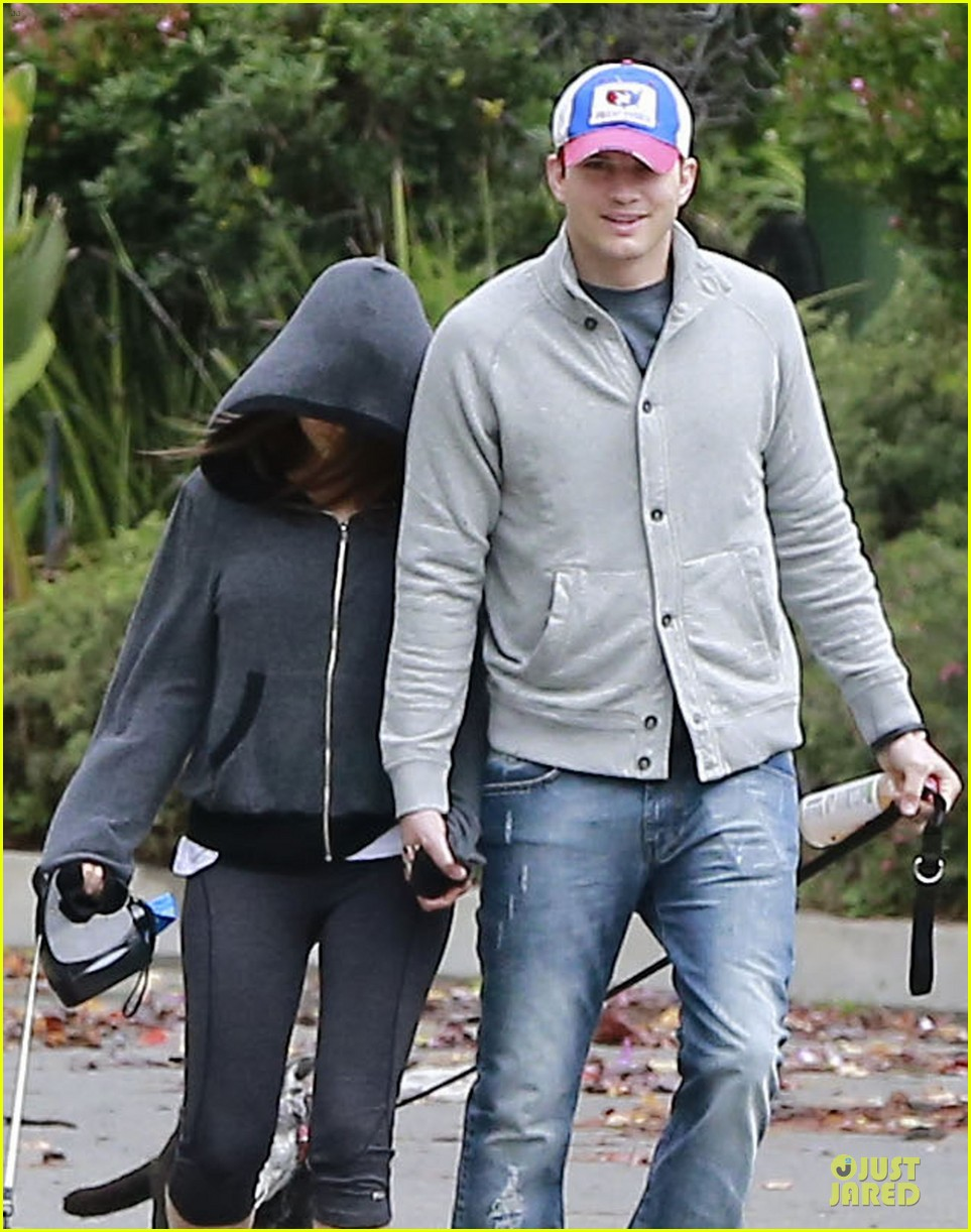 ashton kutcher mila kunis spotted together for first time since engagement news 023062857