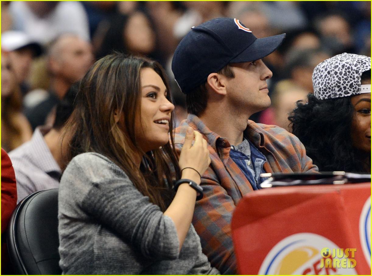 ashton kutcher mila kunis kiss cam lakers video 053077163